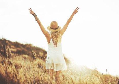 7 Strategien, die auf deine Ausstrahlung wirken – möchtest du einen Raum betreten – oder möchtest du erscheinen?